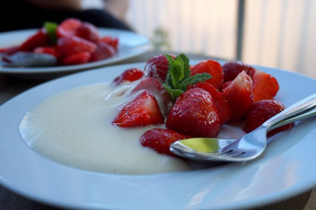 Frische Erdbeeren mit Zabaione