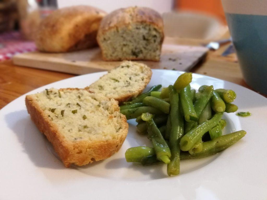 Bohnengemüse mit Sechs-Kräuter-Brot