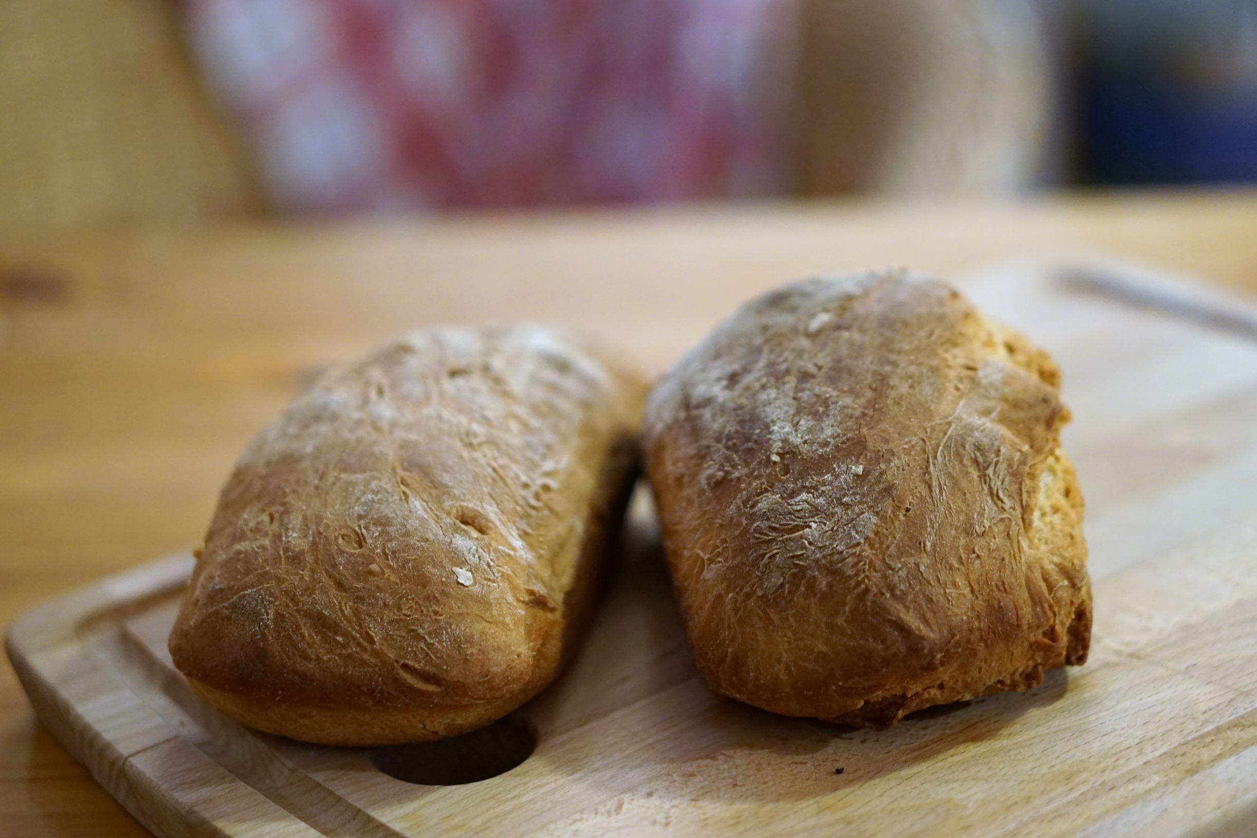 Selbst gebackenes Weißbrot, leider ohne Salz
